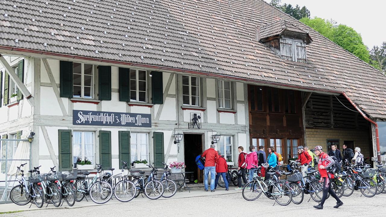E-Bikes vorm Wilden Mann Schmidingen