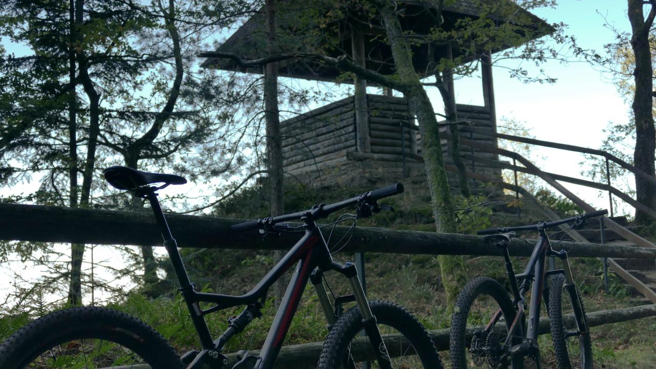 Zwei Stumpjumper FSR Comp 6Fatties an der Lukashütte