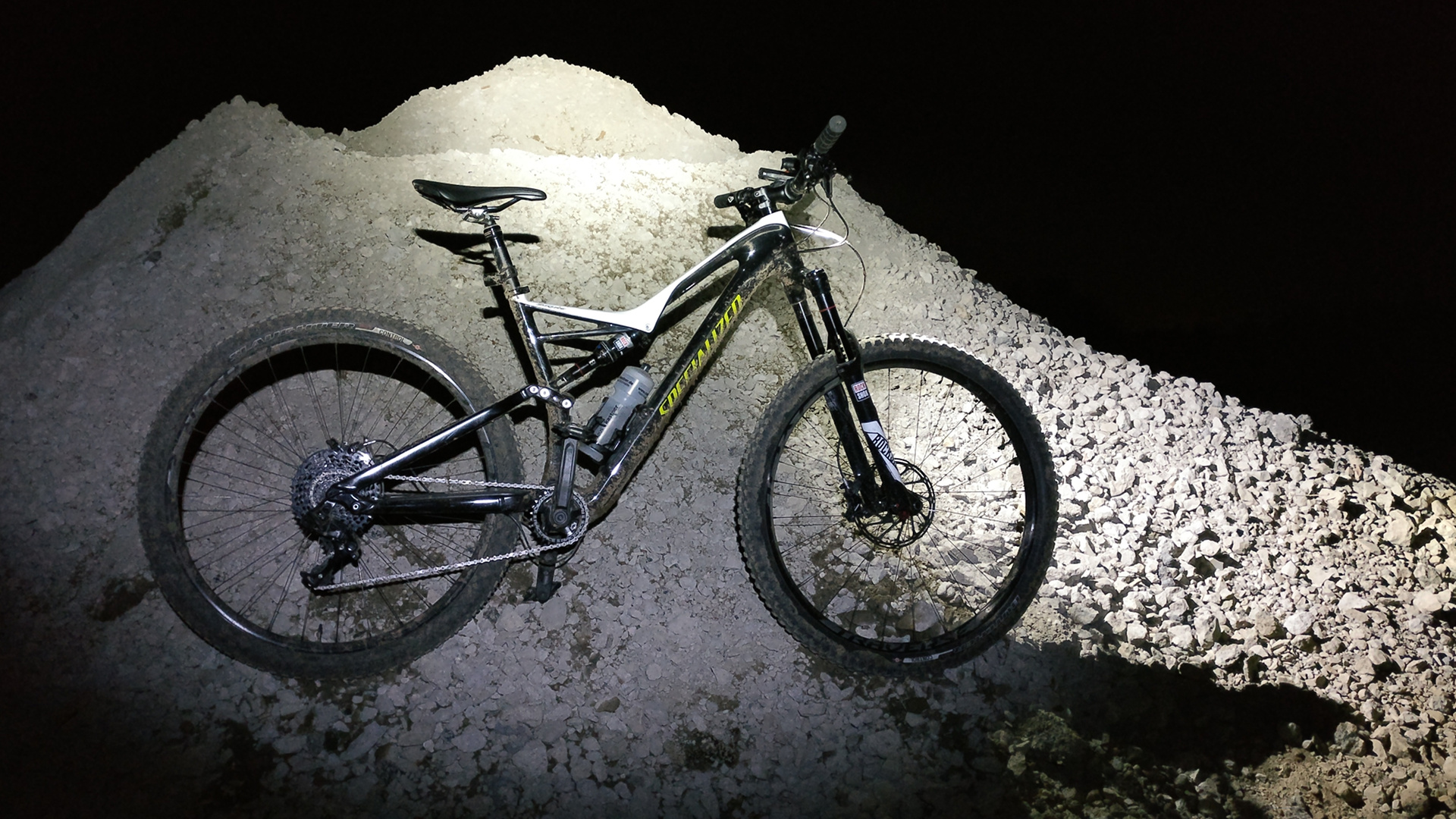 Konafahrers neues Lieblingsbike bei Nacht