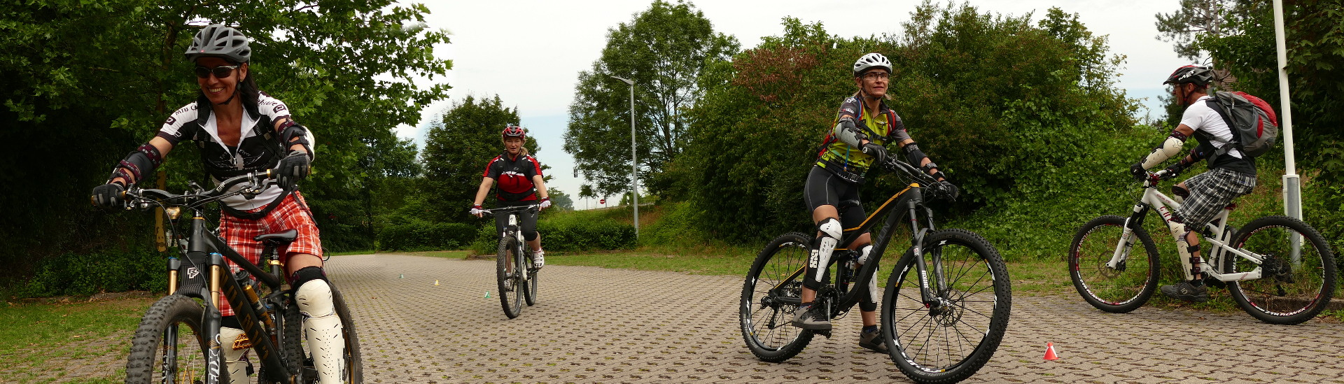MTB Fahrtechnik Aufbaukurs - Slalom Fahren