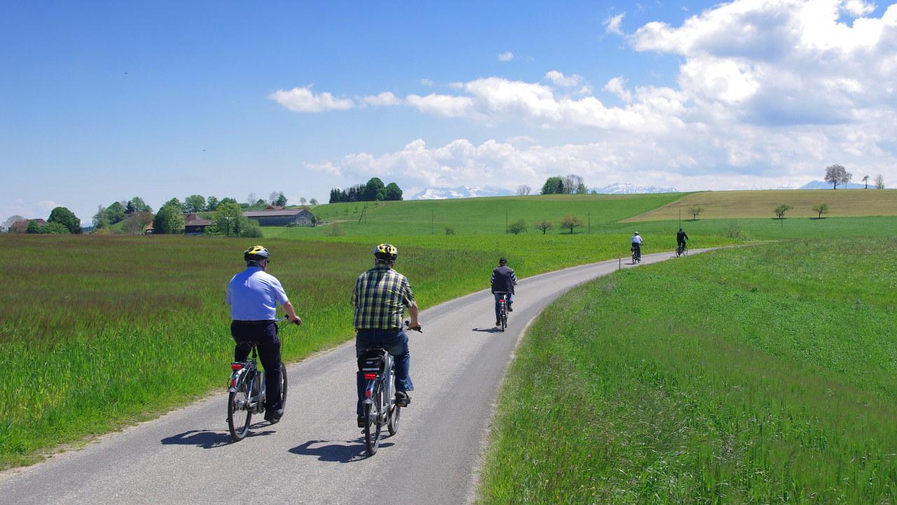 Flyer Werksbesichtigung E-Bike-Tour Radhaus Kastner schweizer Berge