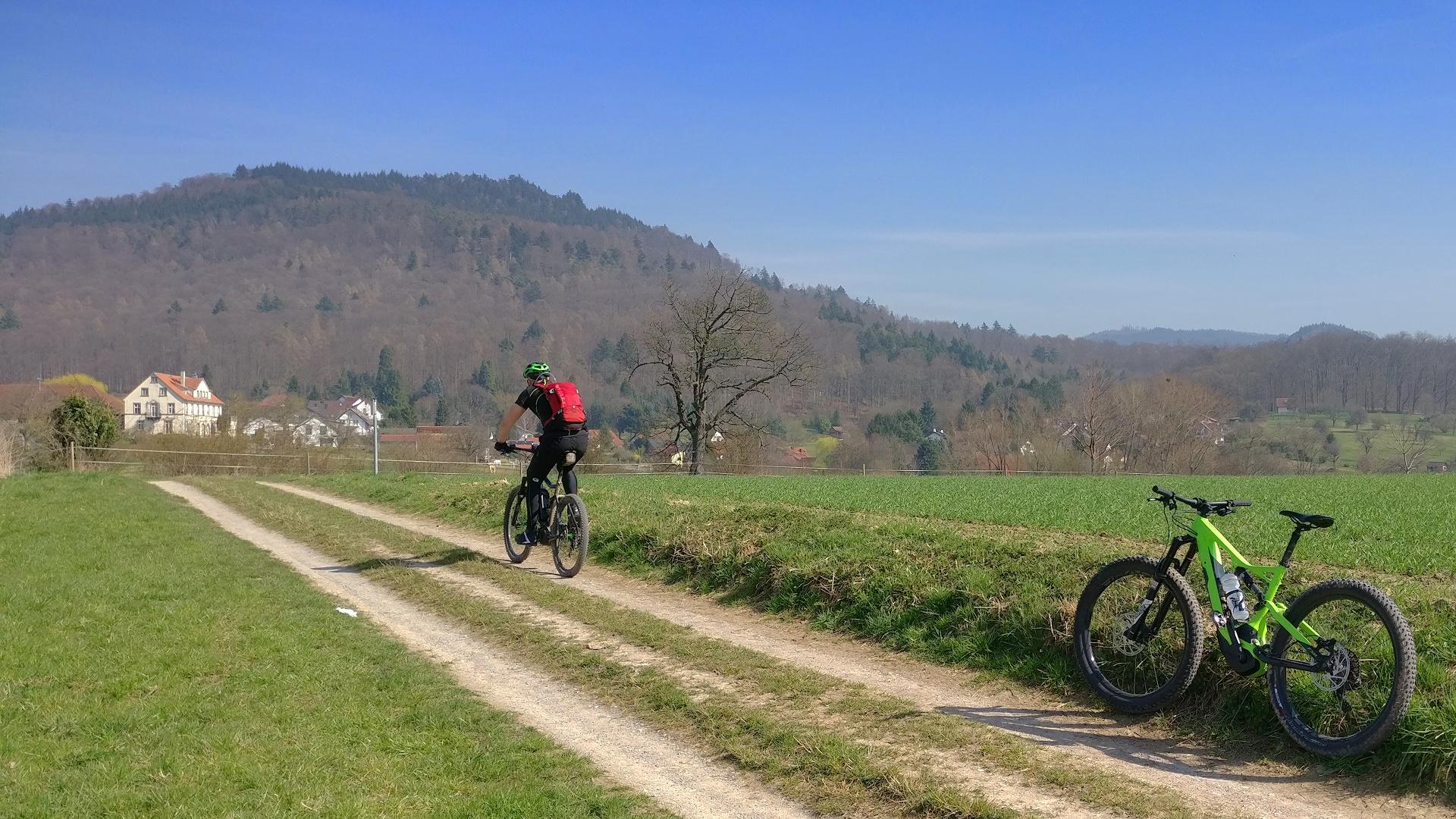 Zwei E-Biker Richtung Eichelberg (Murgtal)
