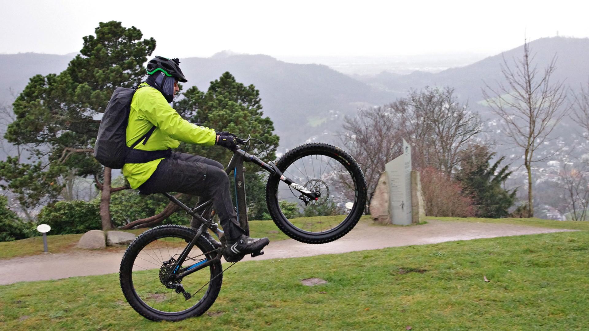 E-Bike Wheelie